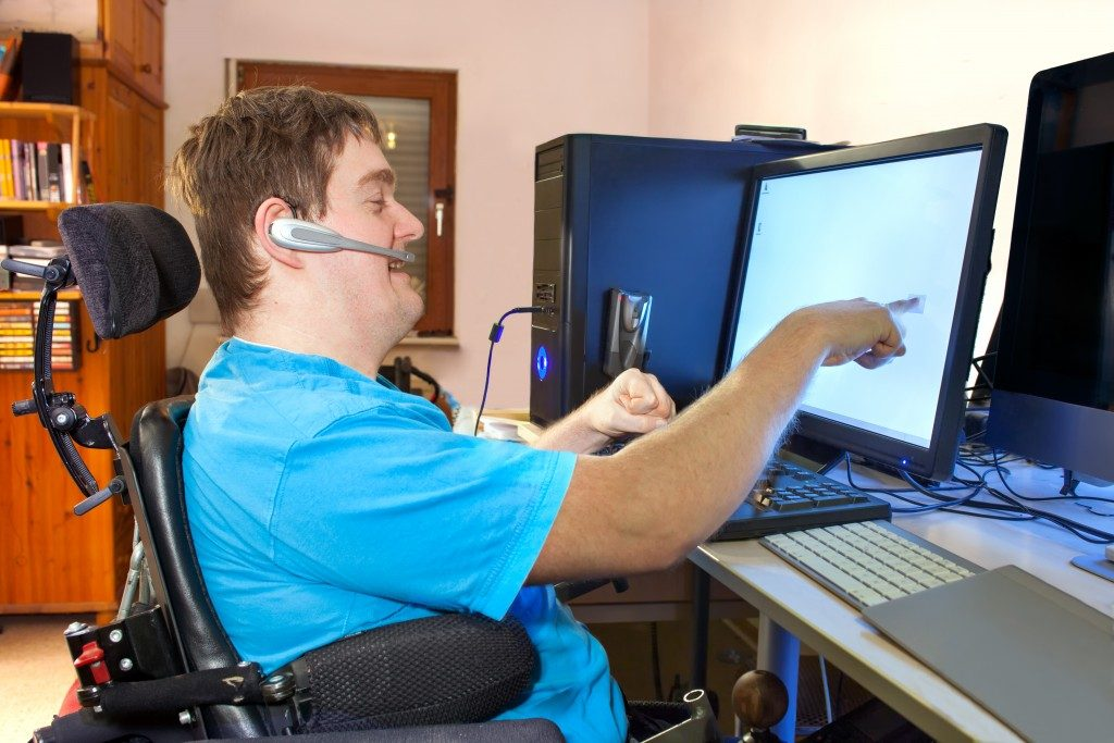 Person with disability using the computer