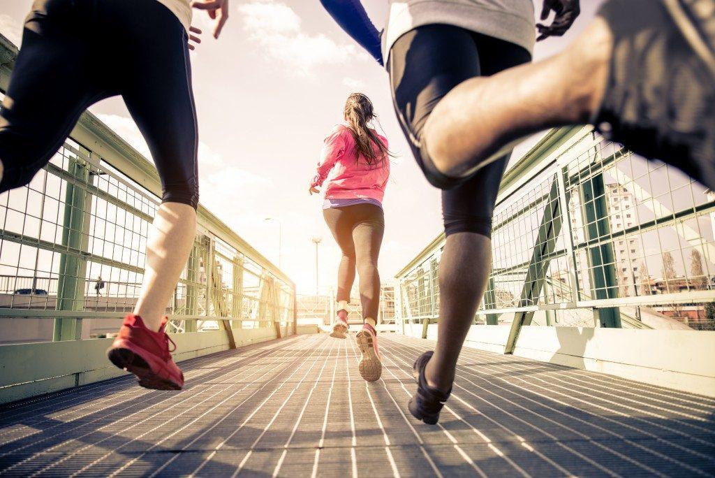people running in the bridge